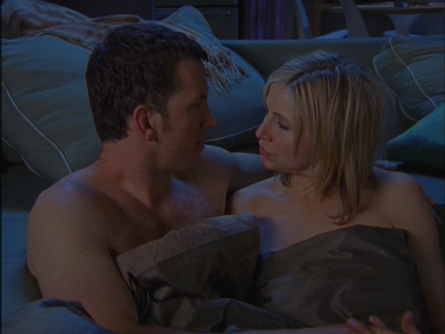 File:4x24 Jake and Elliot in bed.png