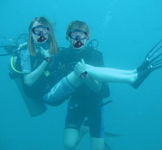 File:Emma Stone and Rupert Grint scuba diving.jpg
