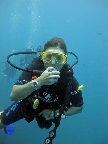 File:Victoria Justice scuba diving.JPG