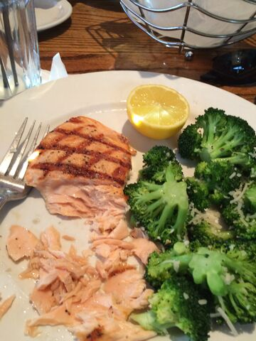 File:Salmon meal with broccoli.jpeg