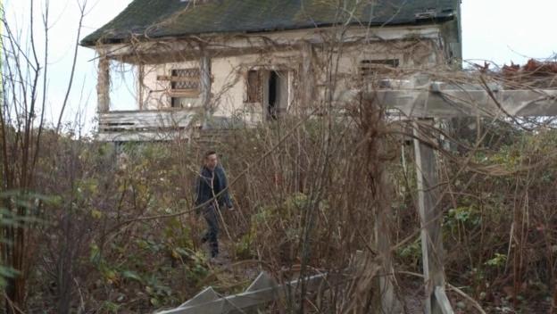 File:The.secret.circle.SO1E13.Abandoned.House.jpg
