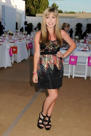File:JennetteMcCurdy Angel Award Premiere.jpg