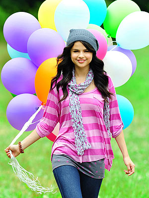 File:Selena Gomez at a Dream Out Loud photoshoot.jpg