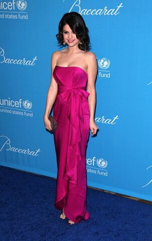 File:Pink-Bow-Selena-Gomez-Dress large.jpg