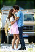 Gomez-on-set-kisses-19