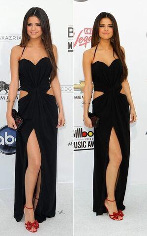 File:Selena-Gomez-dress-5.jpg