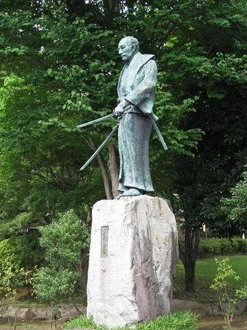 File:Statue of Musashi Miyamoto.jpg