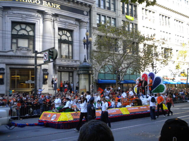 File:GiantsParade15.jpg