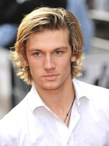 File:Alex-Pettyfer.jpg