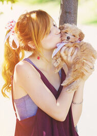 Bella-thorne-kissing-her-adorable-puppy-kingston