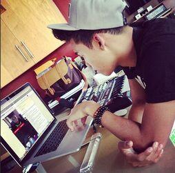 Roshon-fegan-on-his-laptop