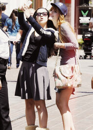 Bella-thorne-a-picture-with-her-fan