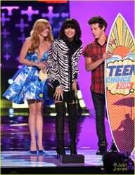 Zendaya-wins-candies-style-icon-teen-choice-01