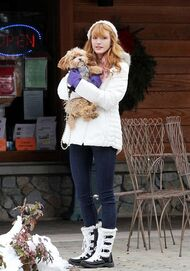 Bella-thorne-snow-outfit-with-Kingston