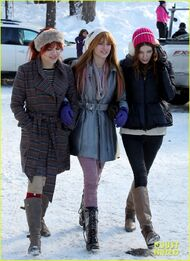 Bella-thorne-in-the-snow-with-pals