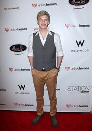 Kenton Duty-at-the-unlikely-heroes-annual-spring-benifit-(2)