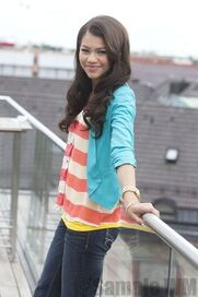 96923 Preppie Zendaya Coleman posing for a photo shoot on a hotel in Munich 7 122 656lo
