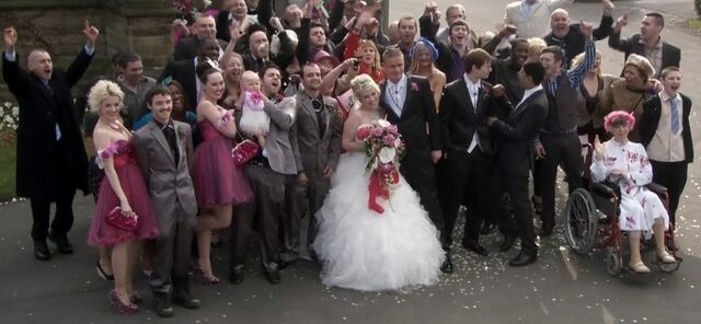 File:S8E22MimiAndBillyWedding2.jpg