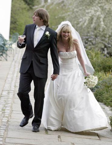 File:Lisa Faulkner on her wedding day.jpg