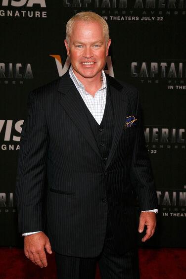 Neal McDonough Visa Signature Screening Captain GQ1X9RFVnOWx