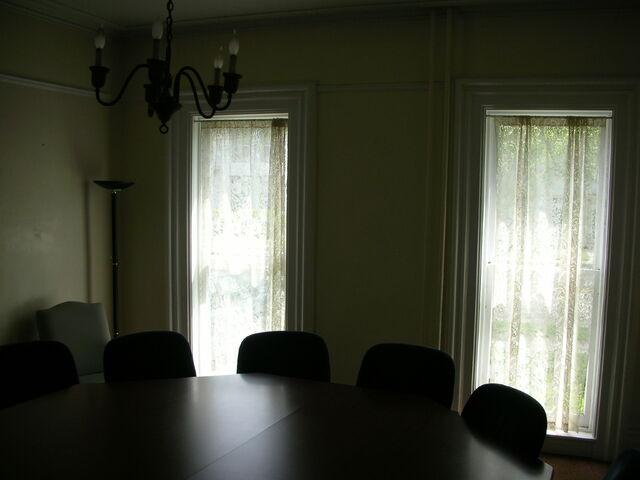 File:Waukegan 438 interior pi windows.jpg