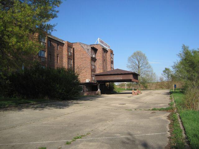 File:Shimer new dorm Carrollton Inn.jpg