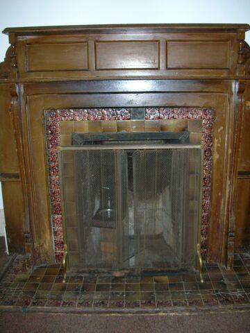 File:Waukegan 438 interior smoking lounge fireplace.jpg