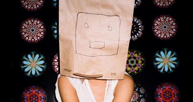 File:Paper Bag Sia.jpg