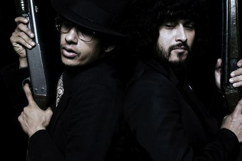 File:The Mars Volta with guns.jpg