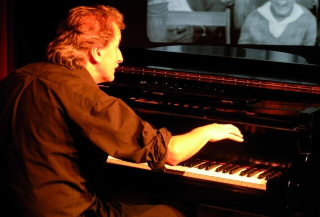 File:Gerhard Gruber - silent movie pianist.jpg