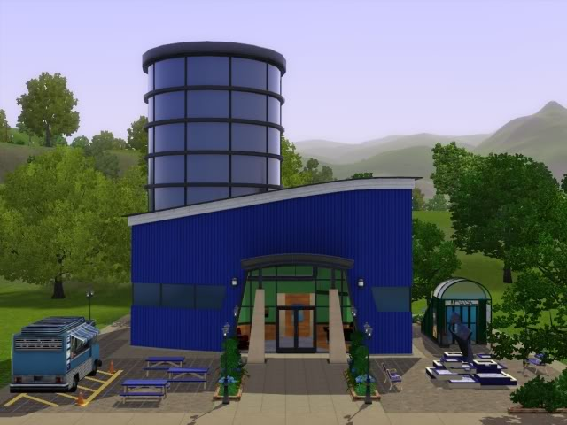 File:Skydiving center.jpg