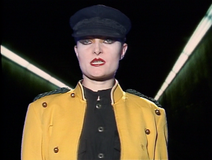 Siouxsie Circle close-up