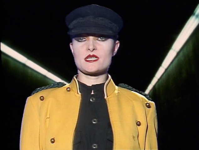 File:Siouxsie Circle close-up.png
