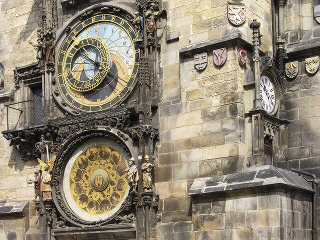 File:Prag rathausturm uhr.jpg