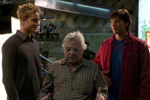 File:Jeannot Szwarc with Justin Hartley and Tom Welling from Reunion.jpg