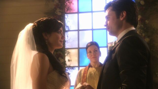 File:Clark and Lois marriage1.jpg