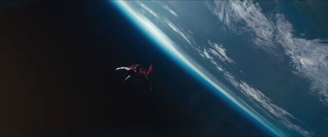 File:Man-of-Steel-Trailer-Images-Superman-in-Space.jpg