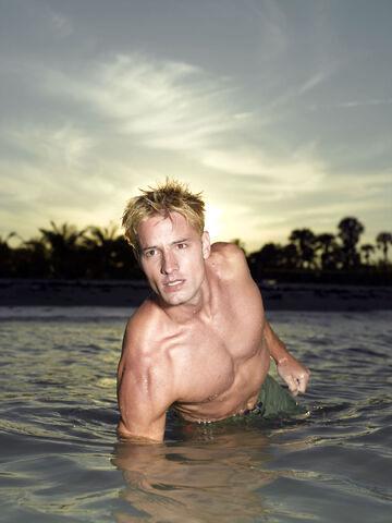 File:Aquaman Promo-1.jpg