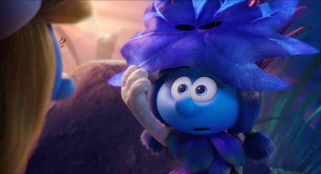 Ficheiro:Smurfs.Smurfette.Lily.reveal.jpg