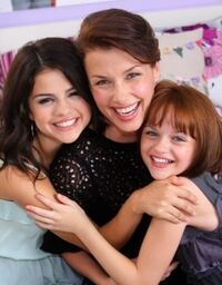 Selena-Ramona-and-Beezus-Photocall-selena-gomez-14207692-313-400