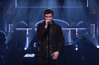 Shawn-mendes-performs-mercy-12-3-16