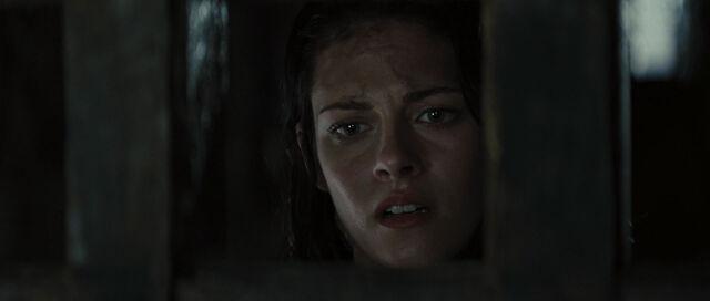 File:Snow White in Prison 5.jpg