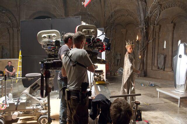 File:Behind the Scenes - The Mirror Room.jpg