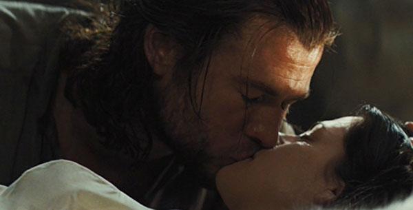 File:Snow and the Huntsman Kiss.jpg