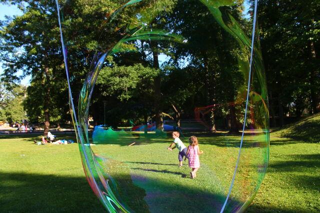File:J o P genom bubbla.jpg