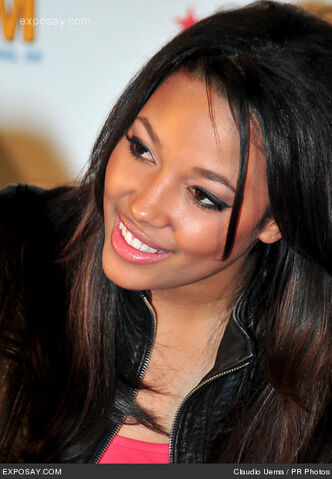 File:Kylie-bunbury-prom-cast-meetgreet-macys-0CpjnB.jpg