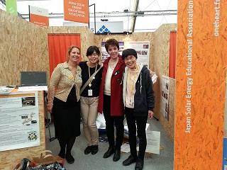 File:20151203 131645フランス人で息子が日本に留学とのことで一緒に縮小当会の出展.jpg
