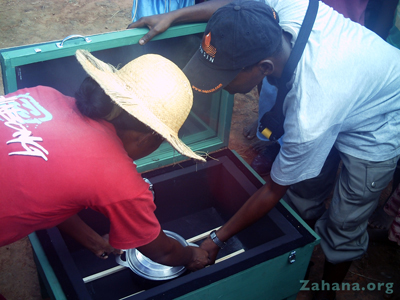 File:Solar-cooker-in-school.jpg