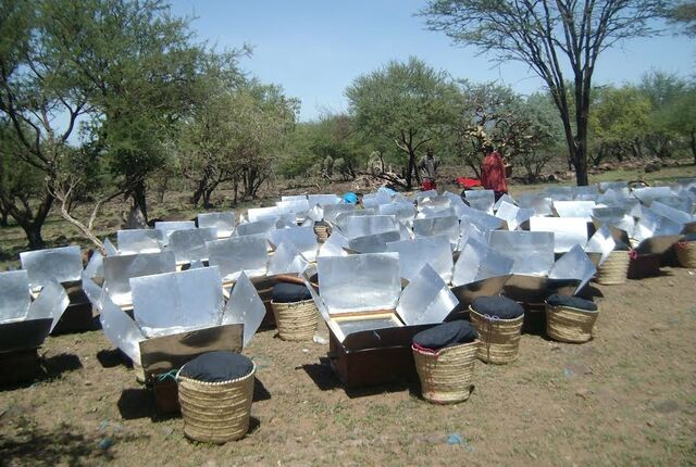 File:Macadonia Ministry cookers in Tanzania, 3-4-14.jpg