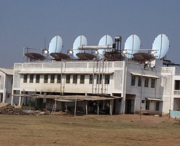 File:Muni Seva Ashram Scheffler array (India Herald), 12-19-16.png